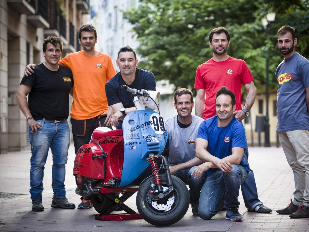El equipo Scooter Vespa Team, listo para competir en Zuera.
