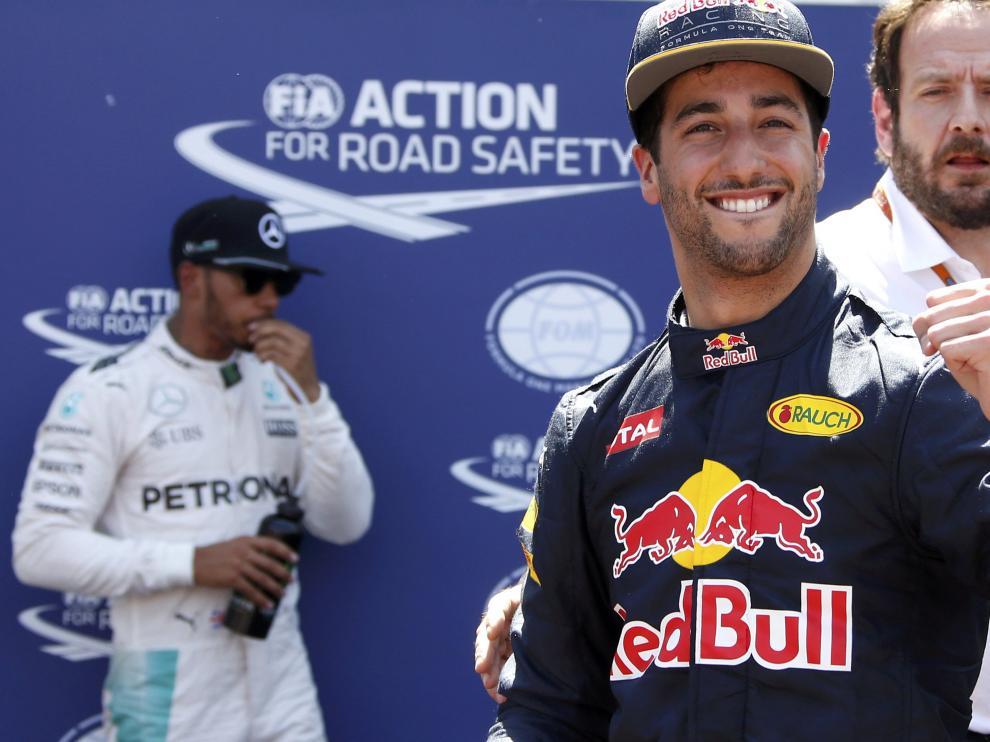 Ricciardo celebra su primera 'pole' en Mónaco