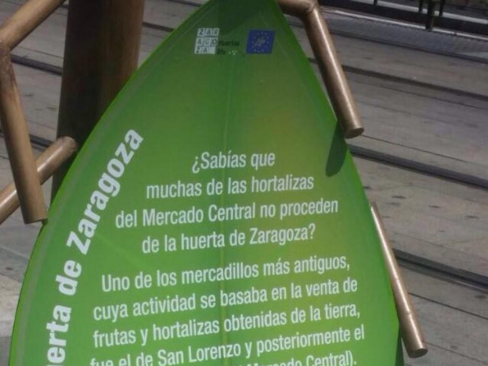 Texto instalado junto al Mercado Central que ha indignado a los detallistas.