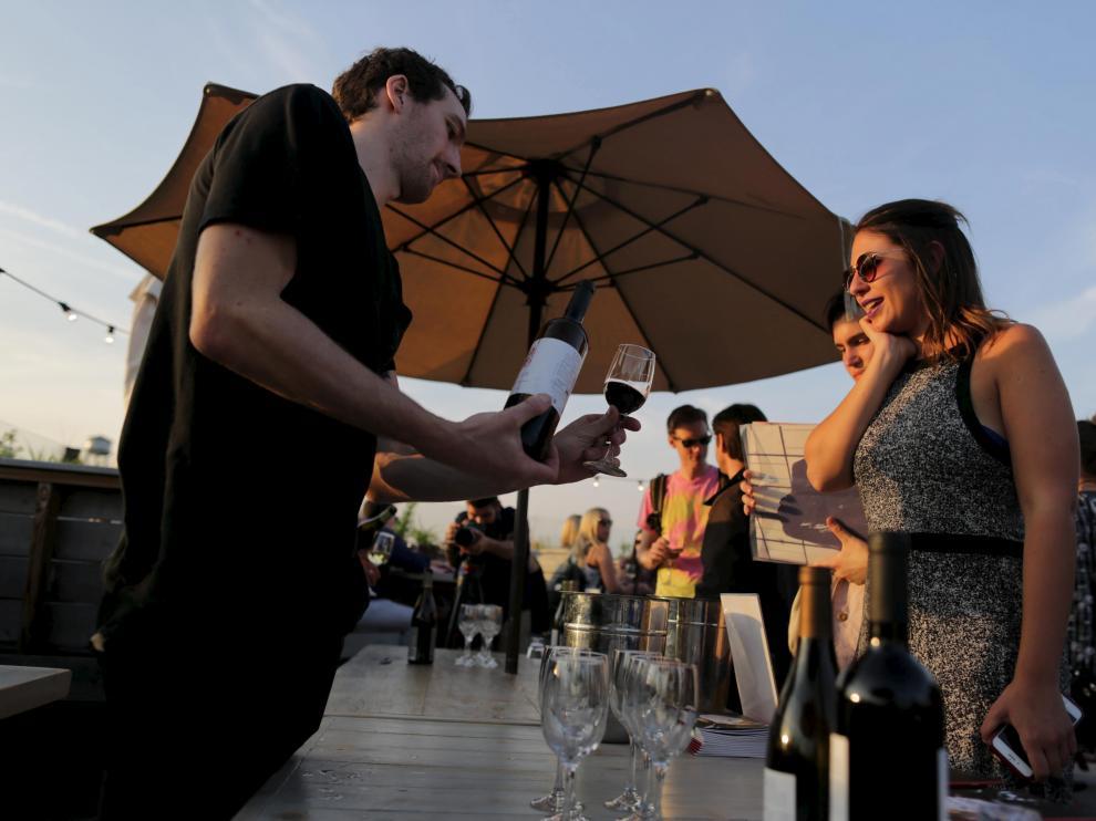 El vino del Somontano se promocionó en un terraza de Brooklyn con vistas a Manhattan.