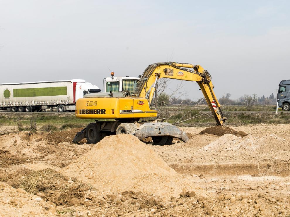 El desdoblamiento de la carretera de Logroño es el único proyecto que el Gobierno de Rajoy ha desbloqueado. Los trabajos entre Figueruelas-Mallén comenzaron a principios de año y aún se debe ajudicar el otro tramo pendiente, Gallur-Mallén.
