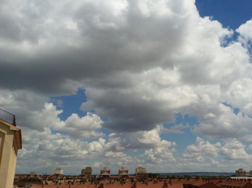 Cielo nuboso en Zaragoza.