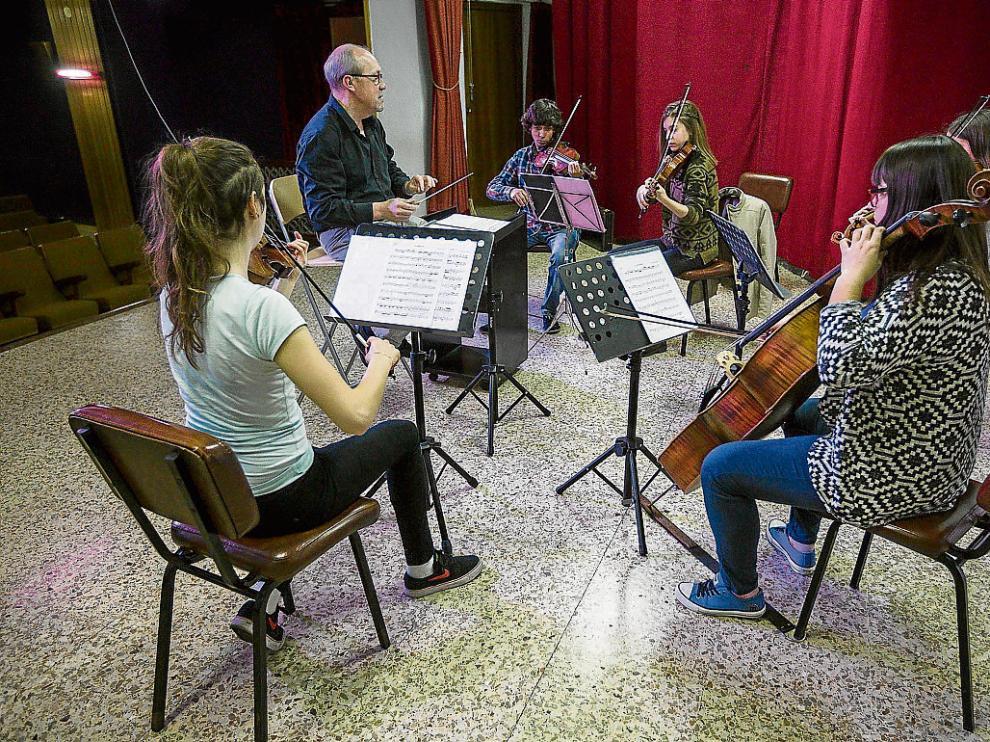 José Marco y cinco músicos de Camerata Contrapunto, en uno de sus ensayos.