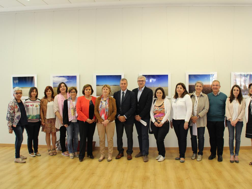 Los directores de los centros educativos, el alcalde de Barbastro y la representante de UNICEF en Aragón han suscrito el acuerdo.