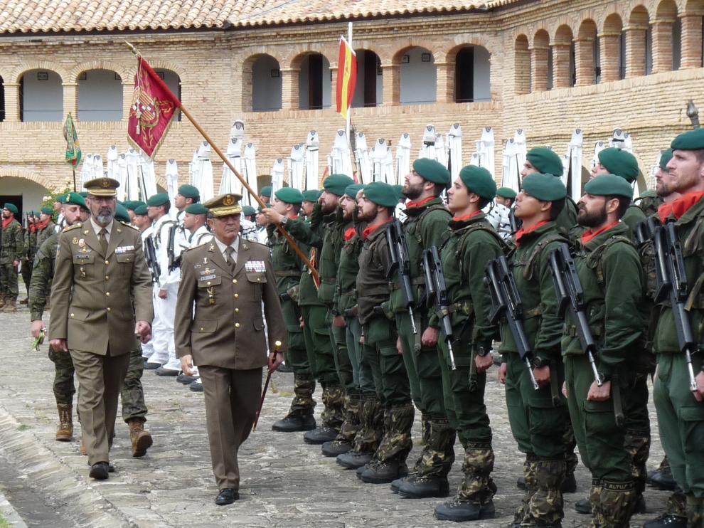 Las Unidades de Montaña de Jaca forman en la Ciudadela.