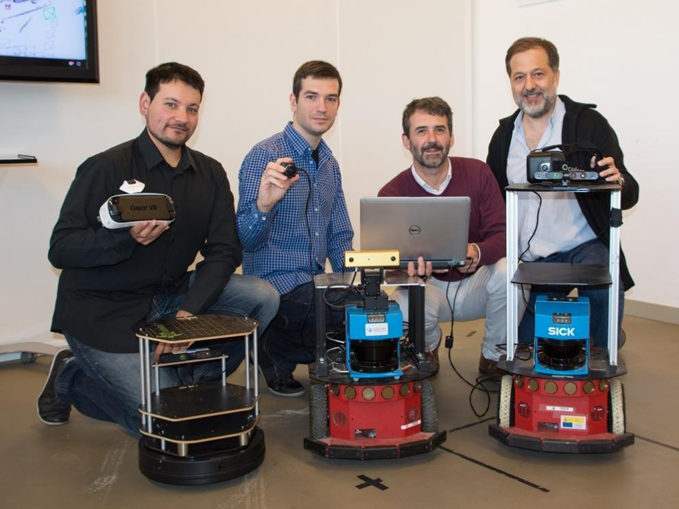 El equipo de la Universidad de Zaragoza que ha desarrollado el Orbslam, con varias cámaras en las que se emplea su sistema.