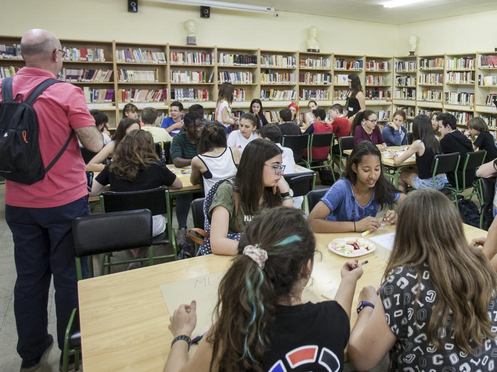 Taller de 'World coffee' donde los estudiantes han dado sus ideas para mejorar la convivencia escolar