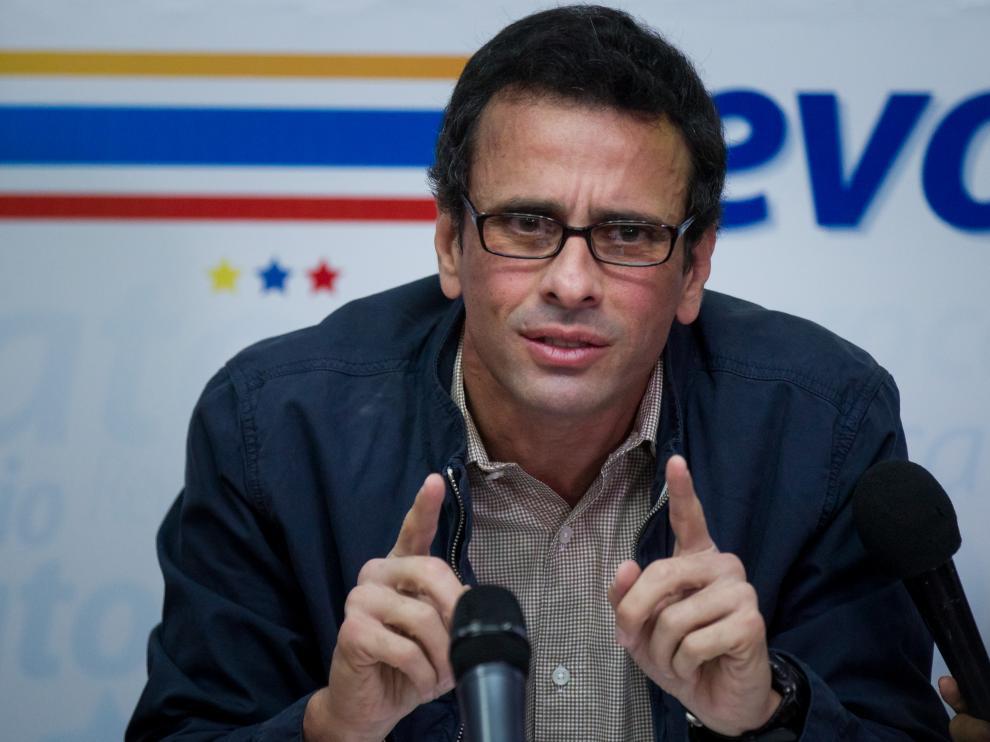 El dirigente venezolano de la oposición, Henrique Capriles, durante una rueda de prensa exije que se anuncie el paso a la siguiente etapa para revocar al presidente, Nicolás Maduro