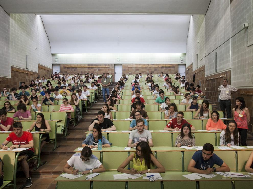 Examen de selectividad, en junio del año pasado, en la Facultad de Derecho de Zaragoza.