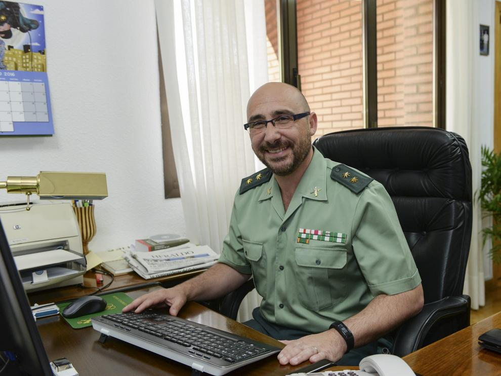 El teniente coronel de la Guardia Civil, en su despacho de la Comandancia de Teruel.