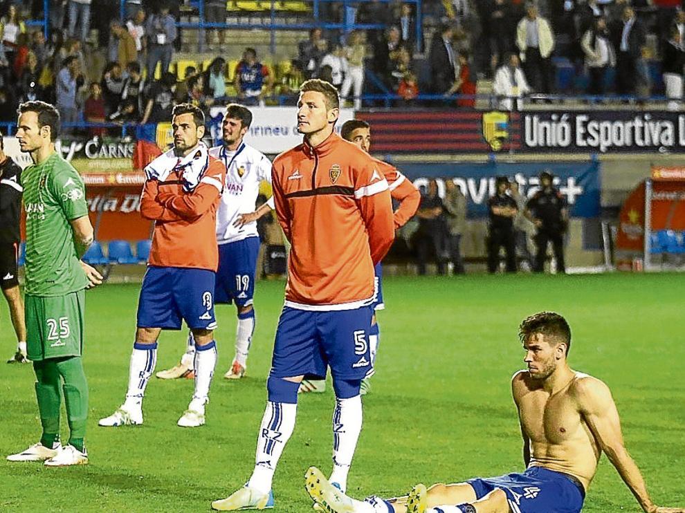 Manu Herrera, Dorca, Morán, Rubén, Pedro –detrás– y Cabrera, al final del partido de Palamós.
