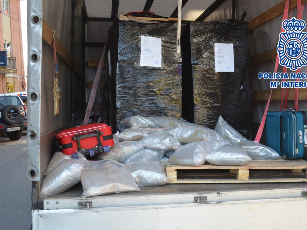 Parte de la mercancía había sido escondida en maletas.