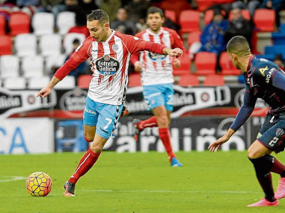 David Ferreiro, durante el encuentro de ida contra el Huesca, en el que fue titular.