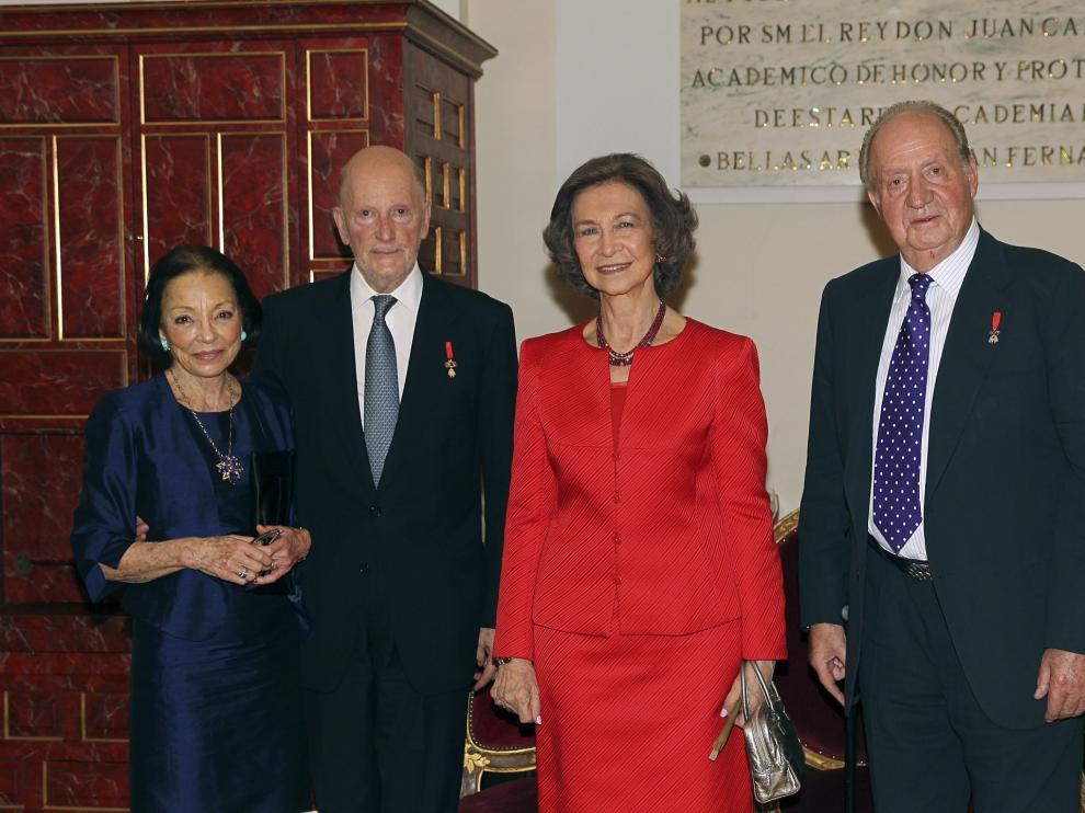 Los reyes Juan Carlos I y Sofía junto al rey Simeón II de Bulgaria y su esposa, Margarita Gómez-Acebo.