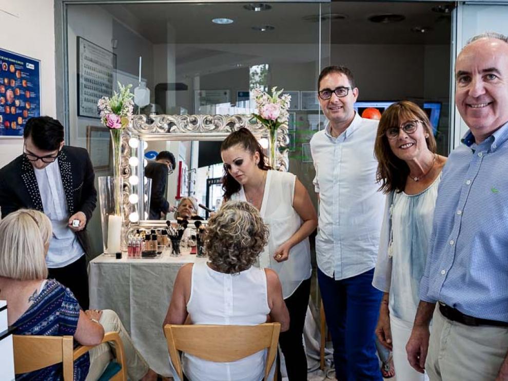De izquierda a derecha, Fernando Catalán, Silvia de la Llana y Ángel Yanguas, junto a los estilistas que animaron la velada.
