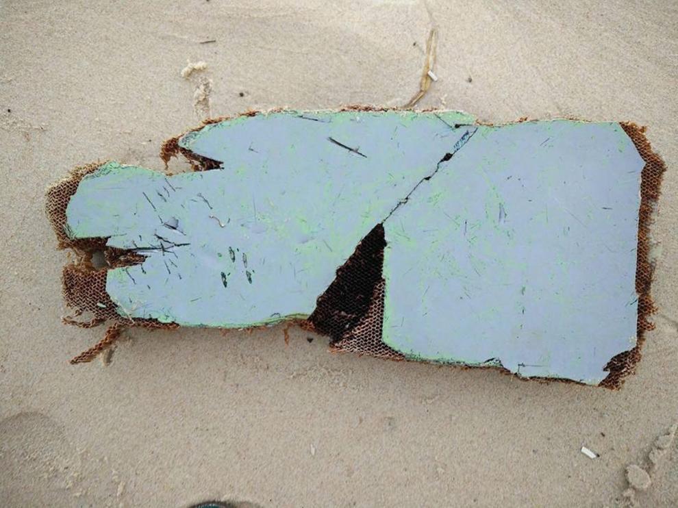 Una de las piezas del avión halladas en Madagascar y Australia.