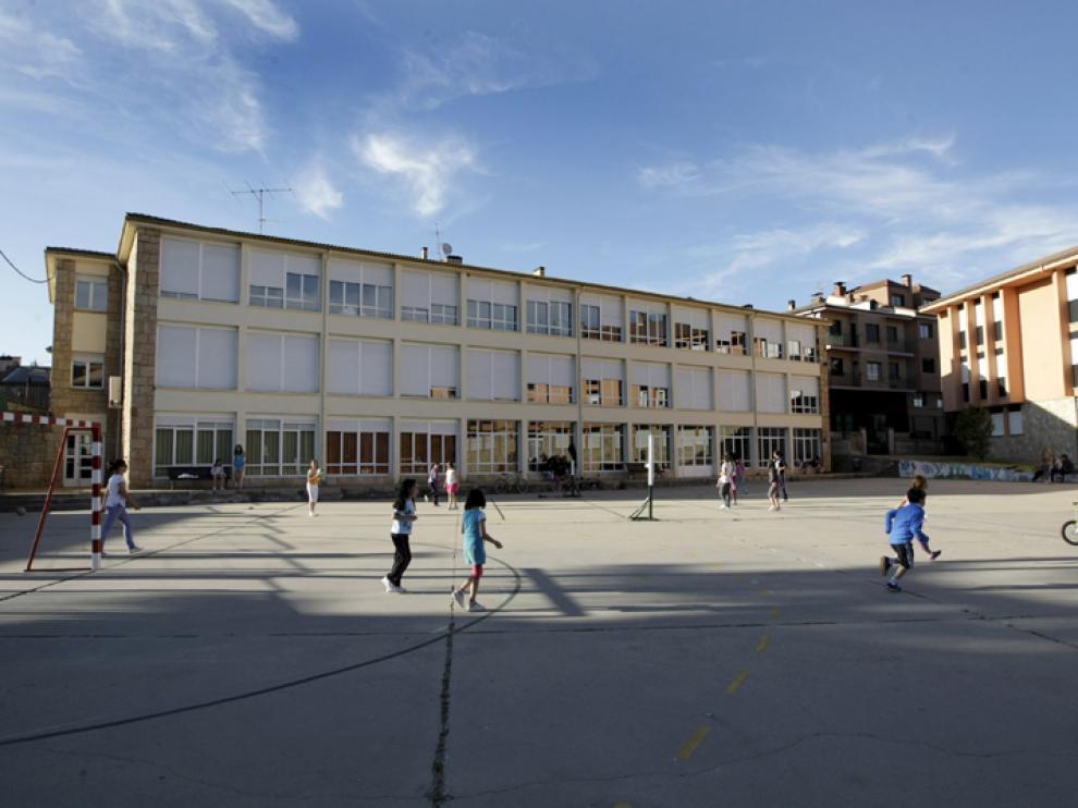 Fotografía de archivo del colegio de Navaleno