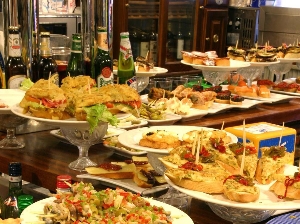 Las tapas son parte de la cocina tradicional española.