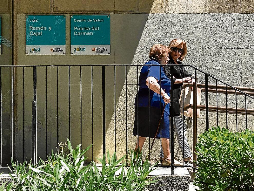 Un centro de salud en uno de especialidades. El centro de salud Puerta del Carmen está ubicado en la primera planta del Centro de Especialidades Ramón y Cajal. Abrió sus puertas hace dos años tras cerrar el antiguo ambulatorio de Hermanos Ibarra.