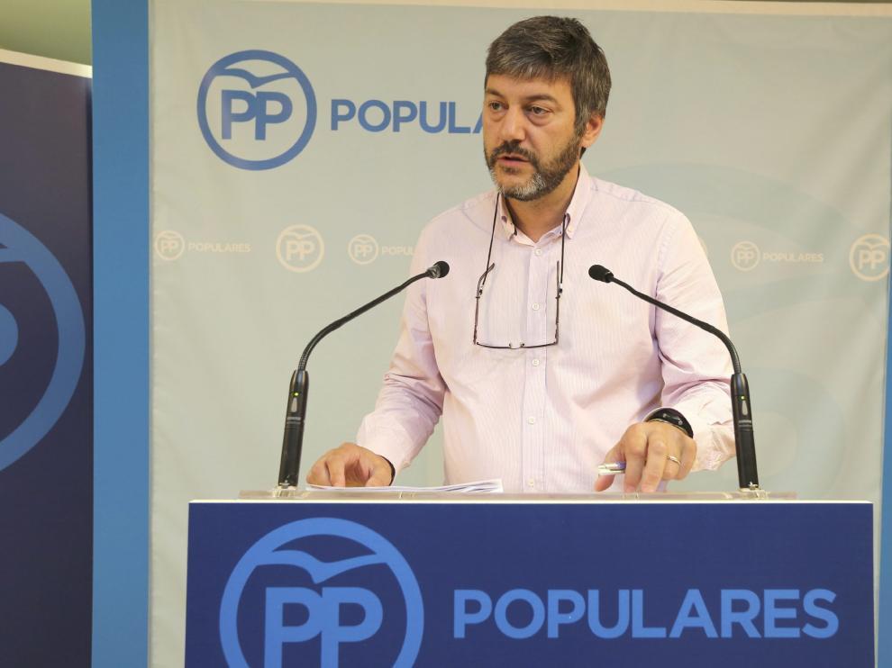 El portavoz del PP en el Ayuntamiento de Huesca, Gerardo Oliván, ofreció ayer una rueda de prensa.