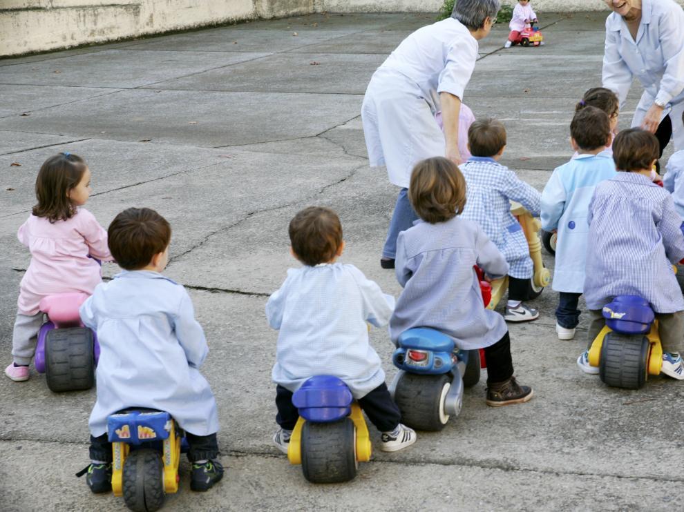 Un grupo de niños, en un centro de infantil zaragozano, en una imagen de archivo.