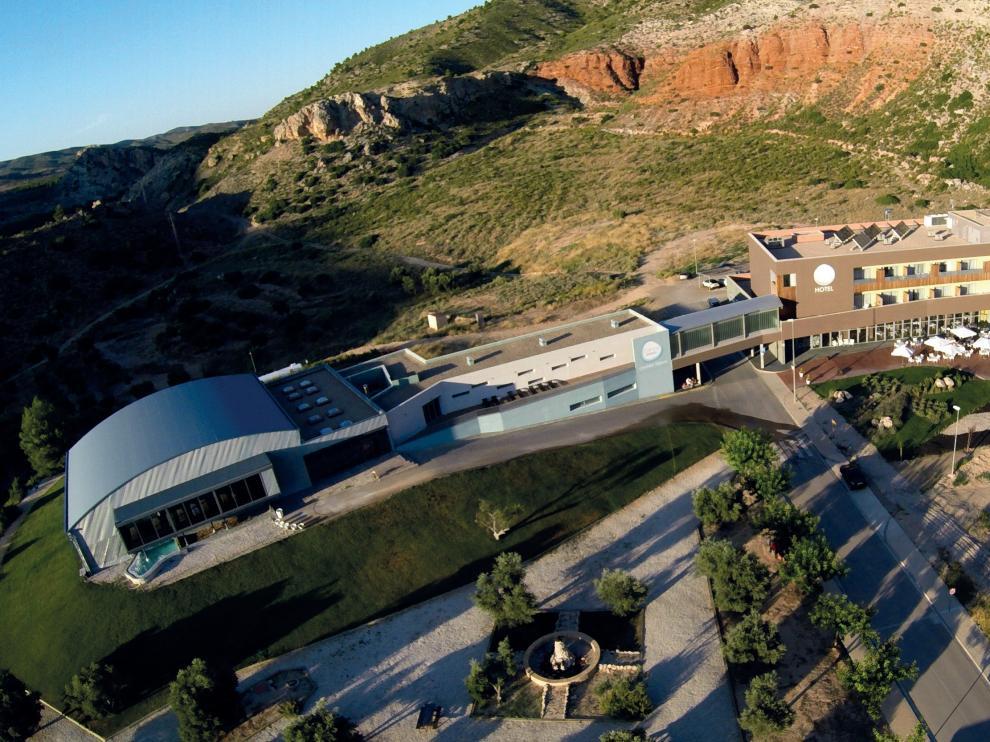 Vista área del complejo termal del balneario de Ariño, en plena Cuenca Minera turolense.