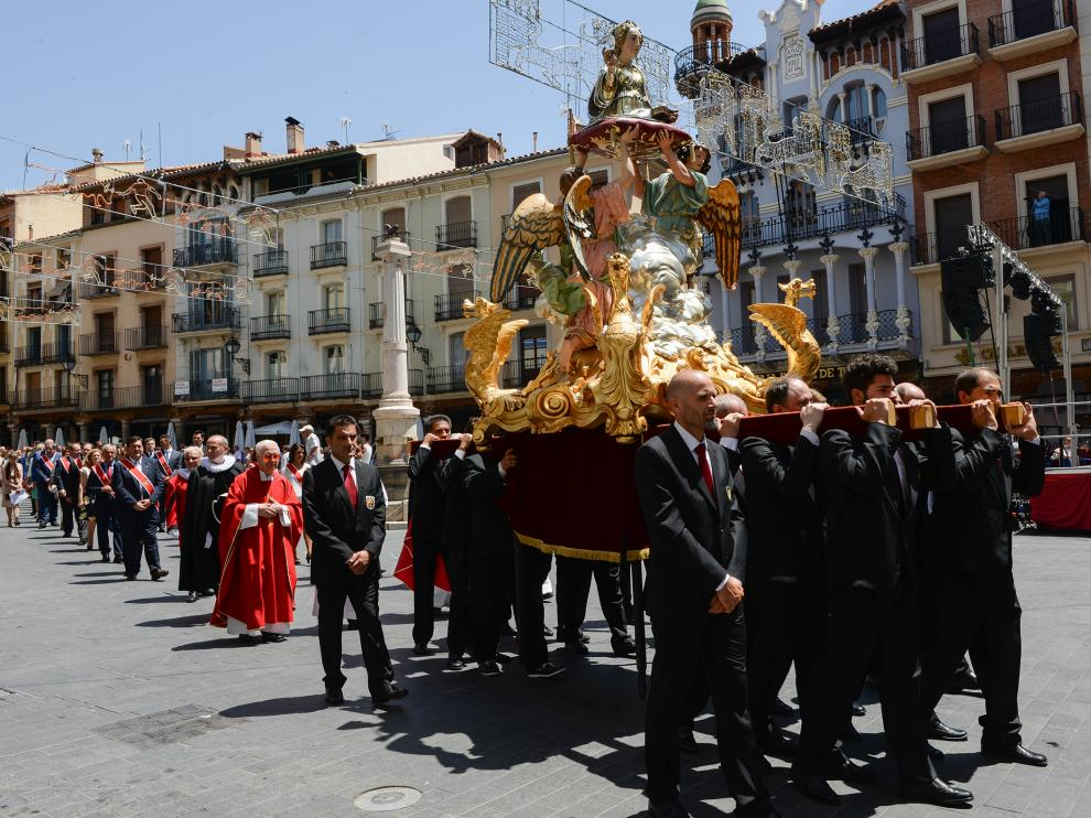 Concejales y miembros del Seisado acompañaron a Santa Emerenciana en procesión.