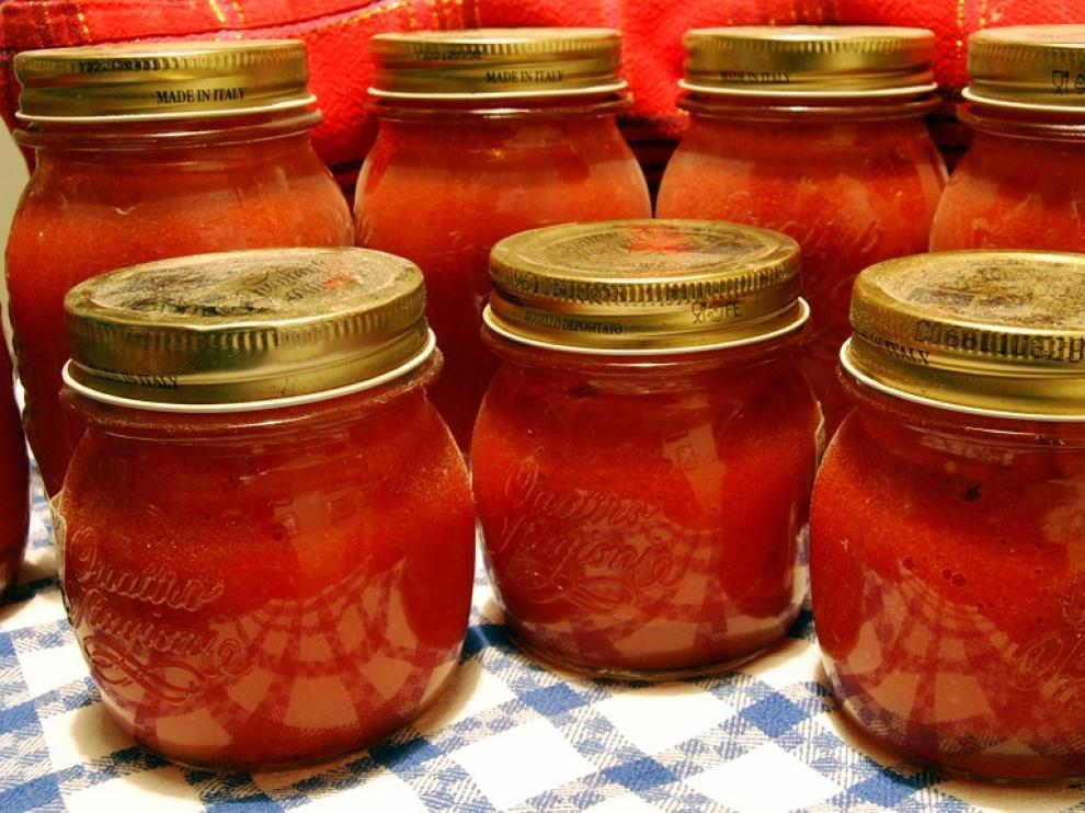 El tomate frito y las legumbres cocidas son las conservas más habituales en las cocinas.