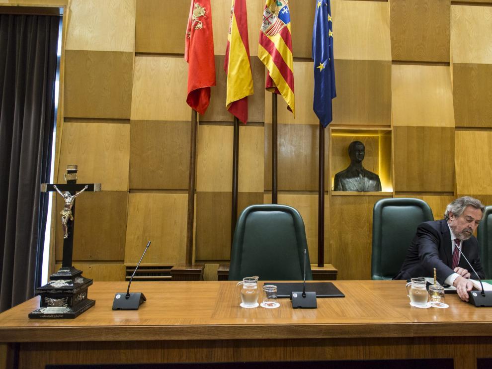 El anterior Gobierno. La decisión de nombrar por libre designación a los altos cargos fue tomada por el anterior Ejecutivo local, del PSOE, que estaba presidido por Juan Alberto Belloch –en la imagen de archivo, en un pleno–.