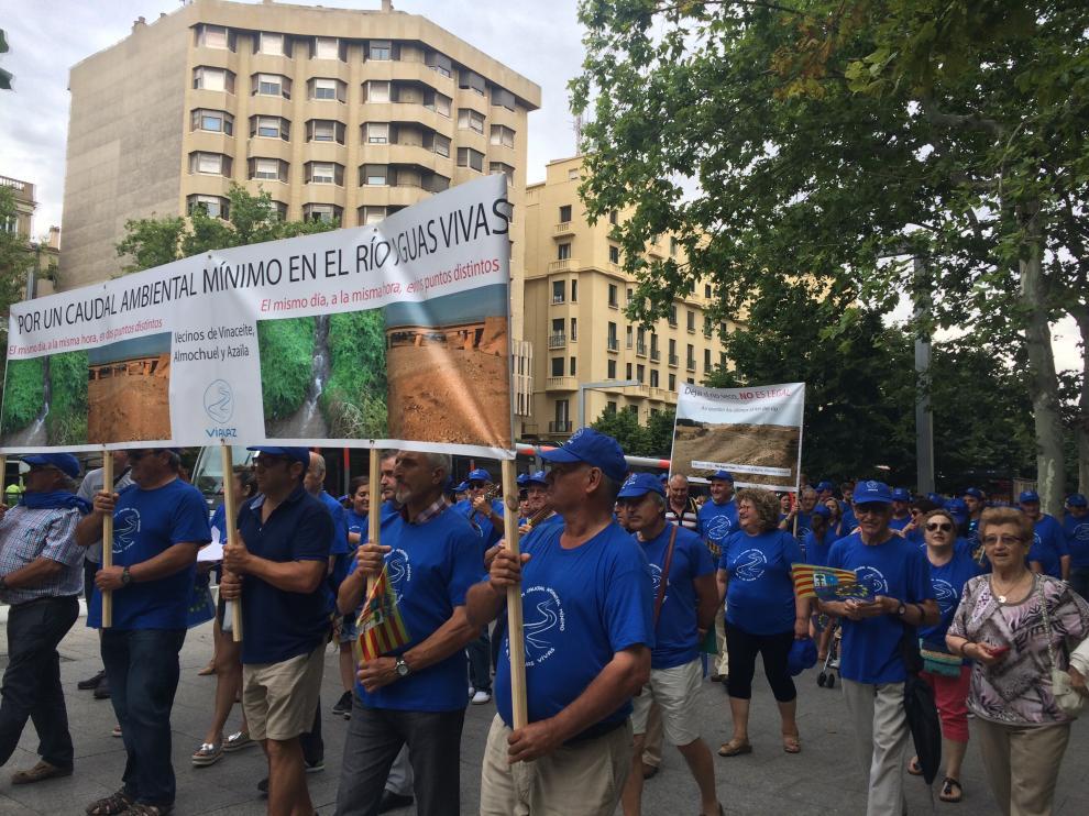 Manifestación por un caudal mínimo en el río Aguas Vivas.