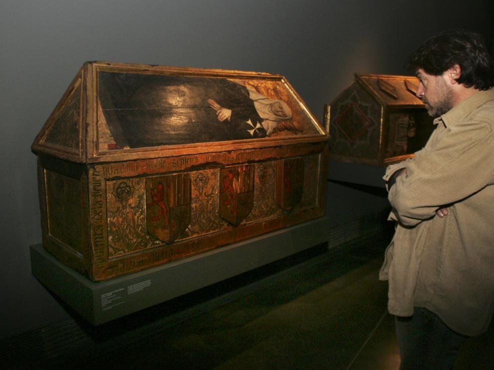 Las cajas sepulcrales de Sijena expuestas en Lérida están entre las 97 piezas que deben retornar.