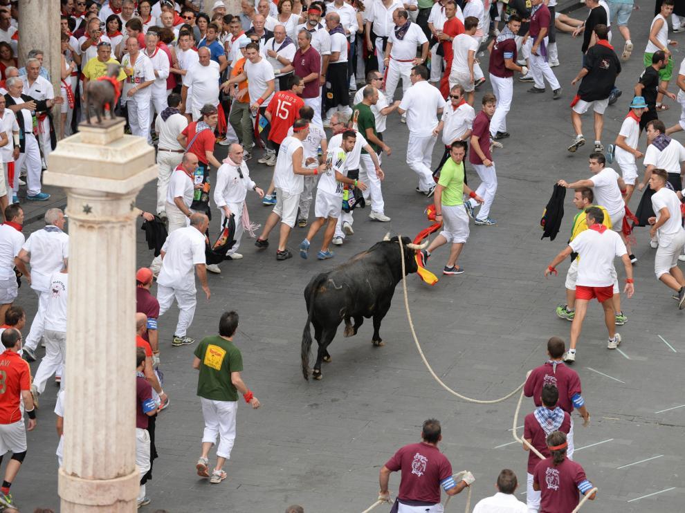 Toro y vaquilla ensogados en Teruel.