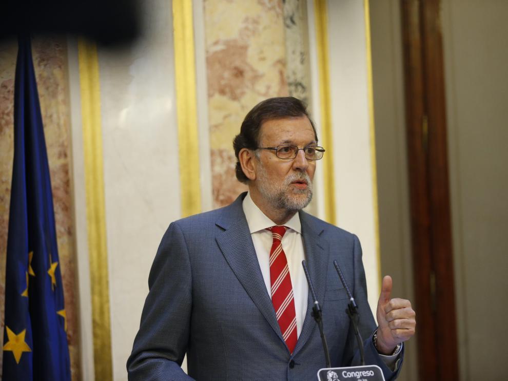El candidato del PP a la Presidencia del Gobierno, Mariano Rajoy, ayer en una rueda de prensa en el Congreso.
