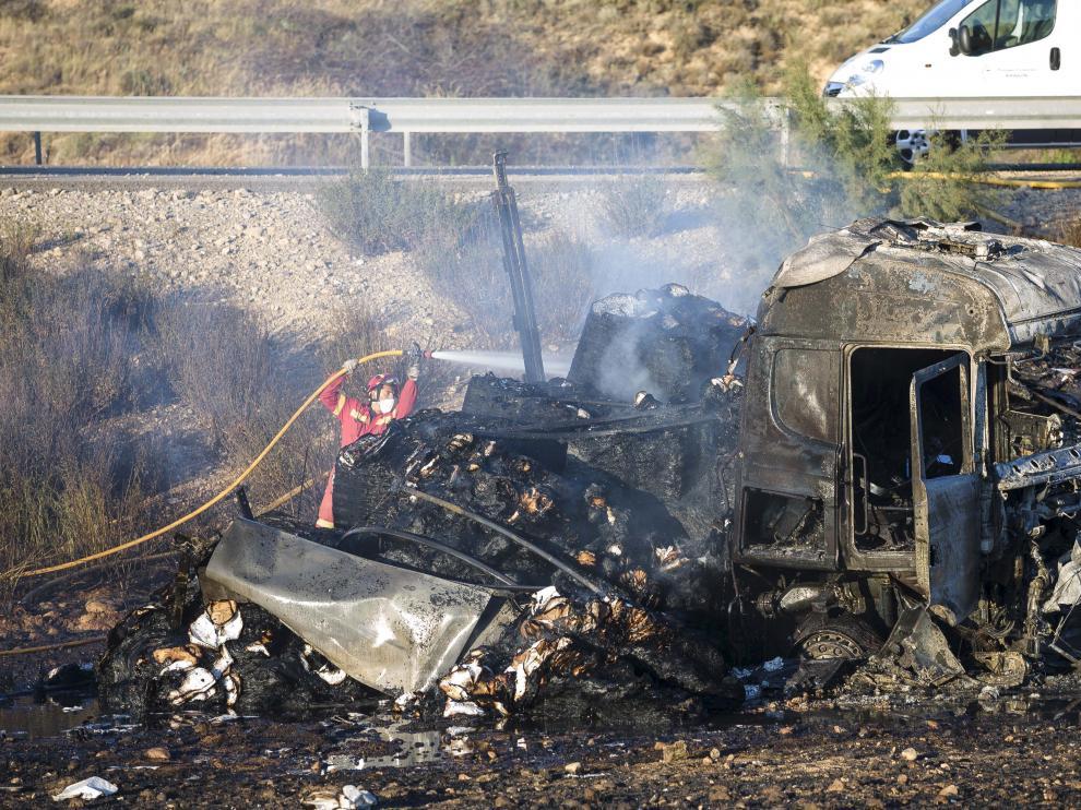 Imagen de archivo de un accidente en Vera de Moncayo. El conductor del camión falleció en el siniestro, ocurrido en julio.