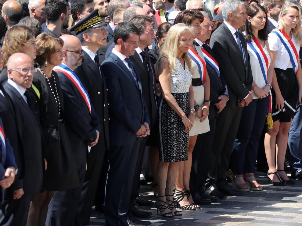 Valls, abucheado en el homenaje a las víctimas de Niza