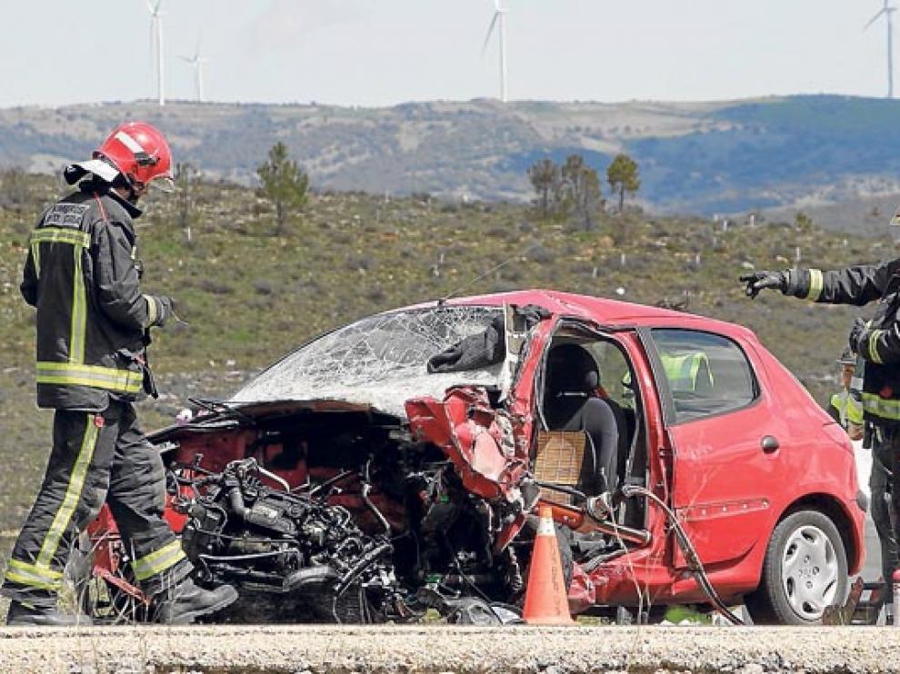 Accidente registrado el 26 de abil en la Omeñaca, en la N-122, en el que dos personas perdieron la vida