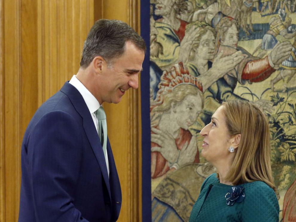 El Rey recibe a Ana Pastor en el Salón de Audiencias del Palacio de la Zarzuela