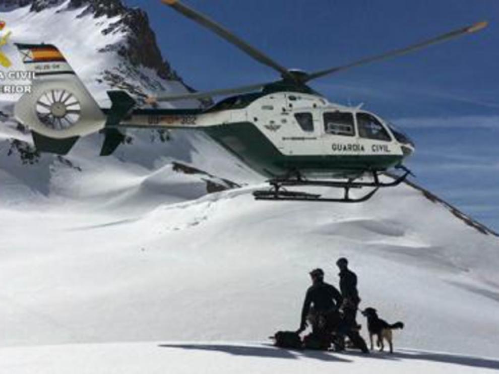 Imagen de archivo de un rescate de la Guardia Civil en el Pirineo oscense.
