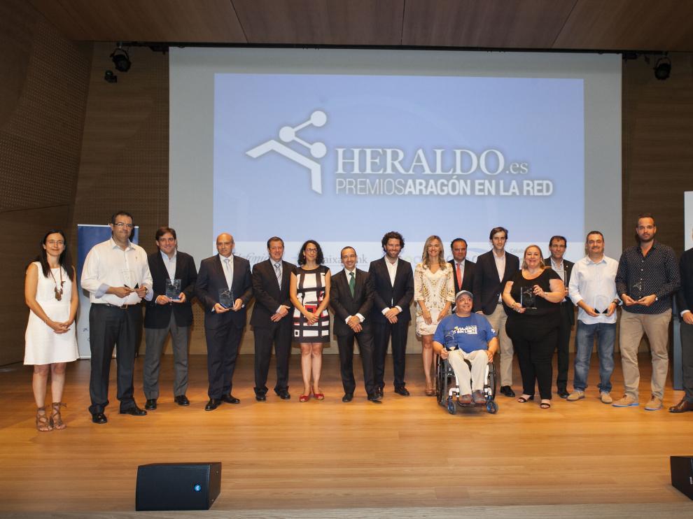 Los premiados y los representantes de la organización y patrocinadores que han entregado los galardones.