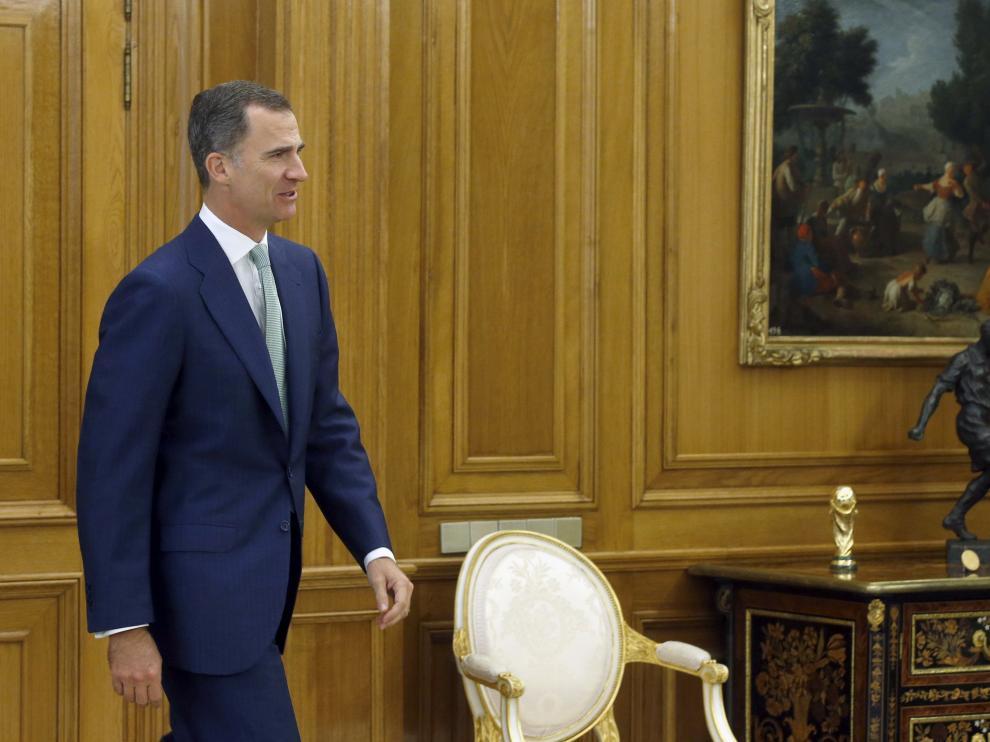 Felipe VI durante su encuentro con la nueva presidenta del Congreso, Ana Pastor