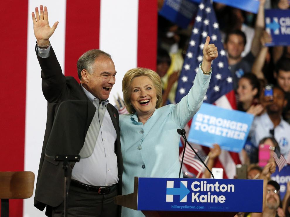 Tim Kaine y Hillary Clinton durante un acto de campaña en Miami.