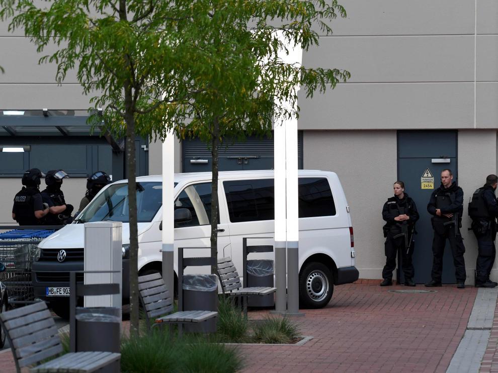 La Policía alemana busca al sospechoso en el Centro comercial de Bremen