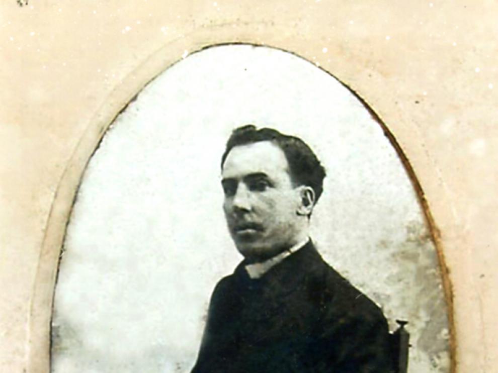 Antonio Machado en 1909, en su retrato de boda