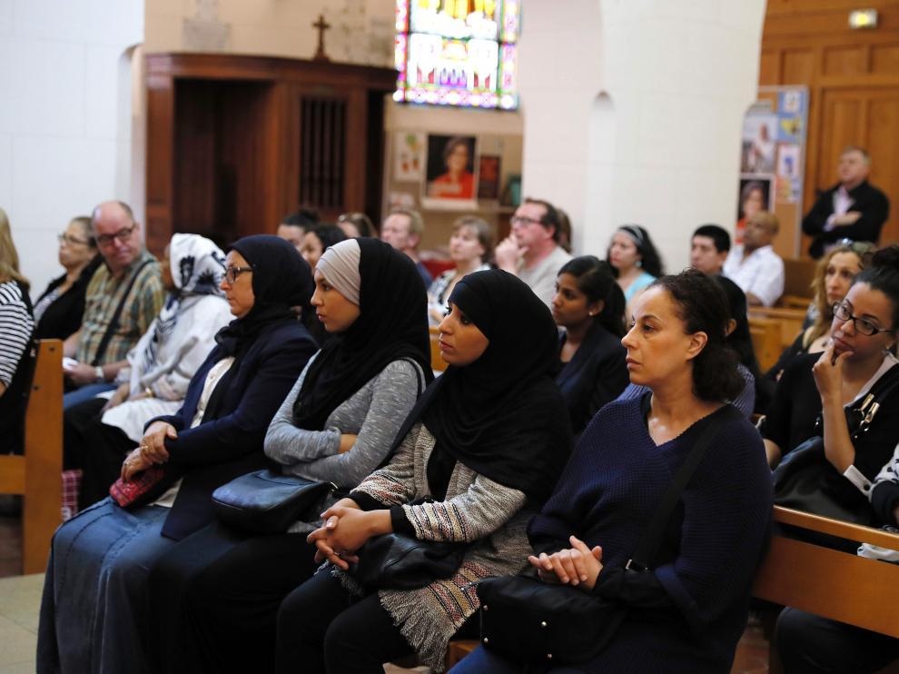 ?Musulmanes en la misa dominical tras el atentado en la iglesia de Normandía