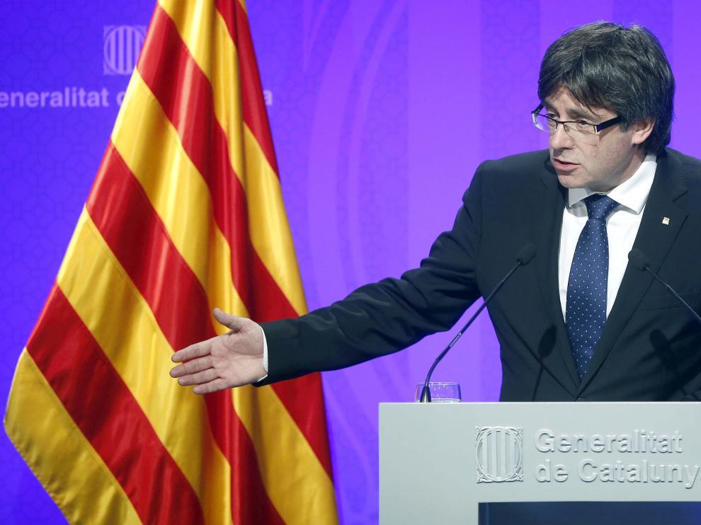 """Puigdemont dice que obedecerán al Parlament y construirán un """"Estado libre"""""""
