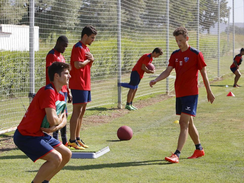 Los jugadores completaron un intenso circuito de fuerza y varios ejercicios con balón.