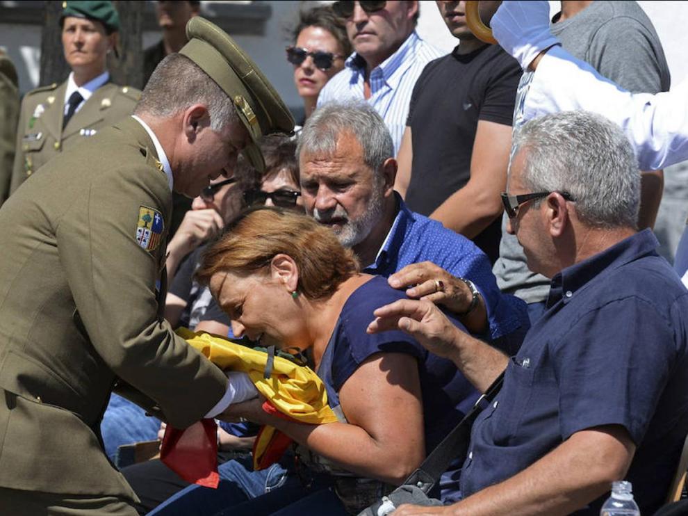 Ahillones despide al joven militar fallecido en Canfranc