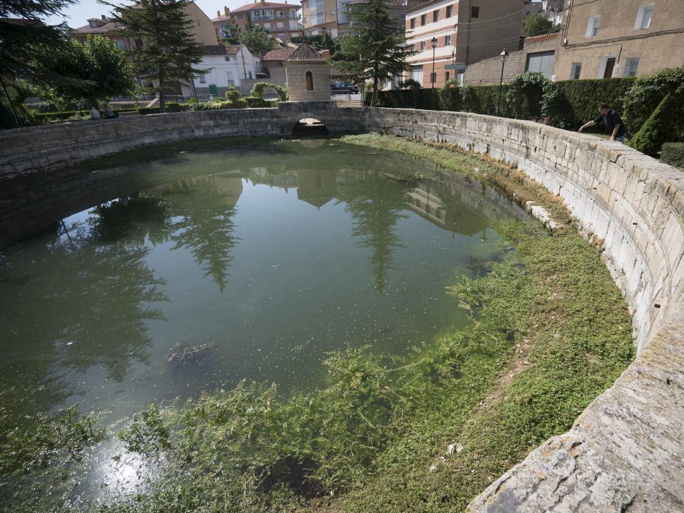 La fuente de Cella lleva dos meses sin manar por el periodo de sequía.