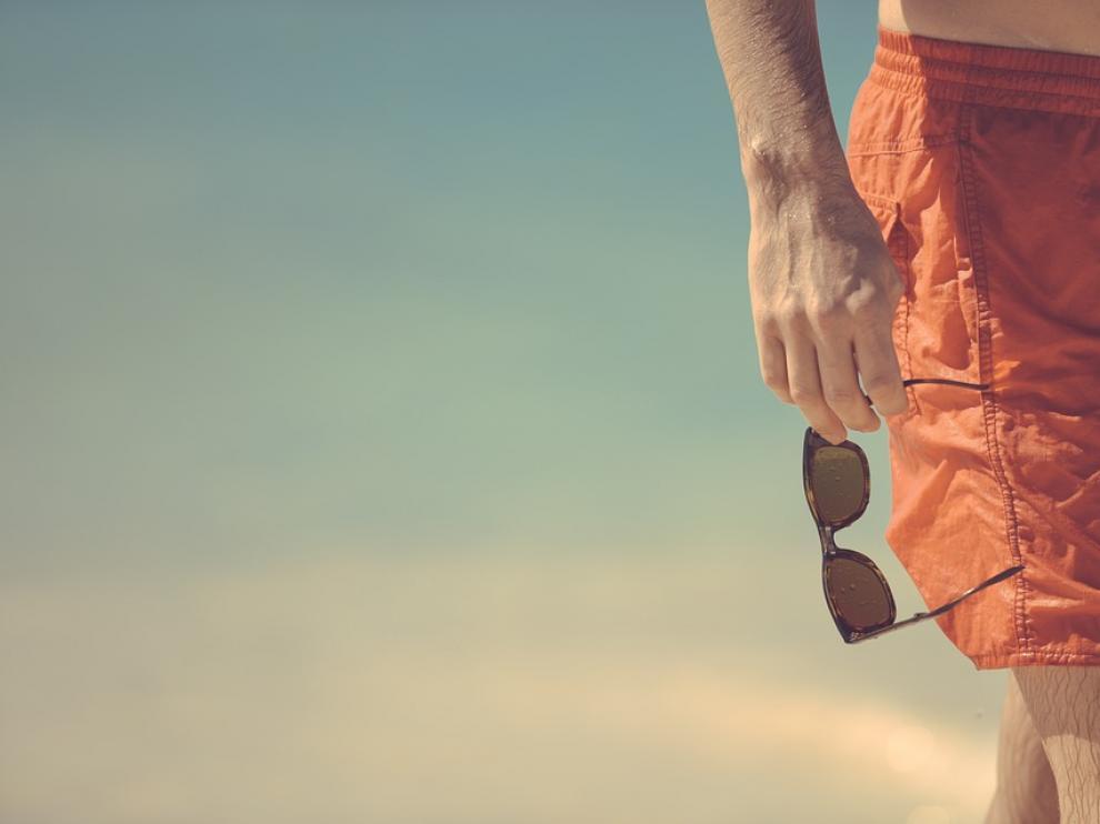 Las gafas de sol previenen problemas derivados de la sobreexposición solar.
