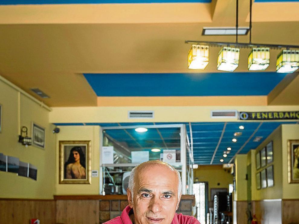 Ahmet Saglik, en su restaurante La Medusa en Zaragoza.